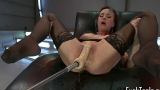 Solo babe squirting after machine session