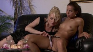 His Czech GF fucks big tits blonde mom